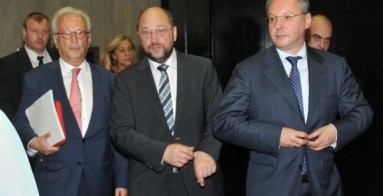 Swoboda, Schulz and Stanishev arriving to the PES Council